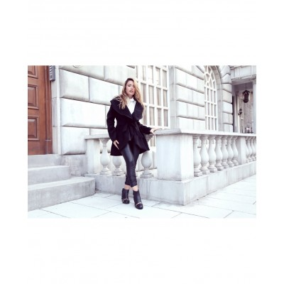 Jacheta eleganta neagra din material moale cu strangere in talie