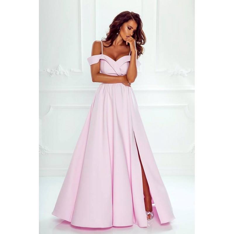 Rochie eleganta lunga cu umeri goi slit pe picior si bretele subtiri roz