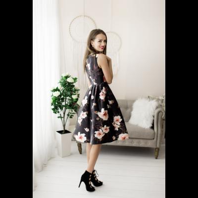 Rochie eleganta scurta alba cu fusta clos si spate plin