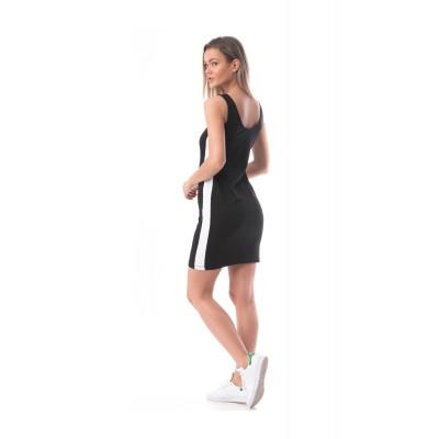 Rochie scurta lejera tip sport neagra cu o dunga laterala alba